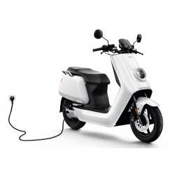 Niu NQi Sport White Charging.jpg