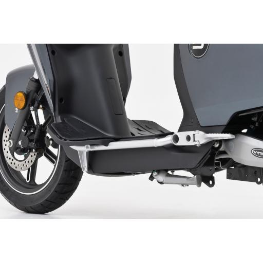 Super Soco CUx Electric Moped Extension Feet Details