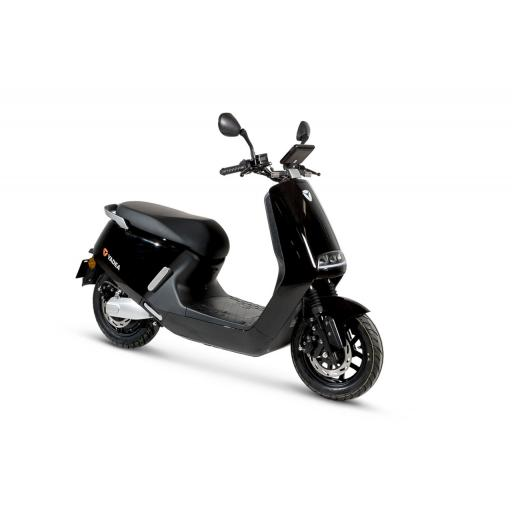 Yadea G5 Electric Moped Black Front Right